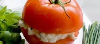 Pomodori ripieni di insalata di tonno