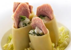 Insalata di paccheri freddi farciti con spinacini, tonno e bufala