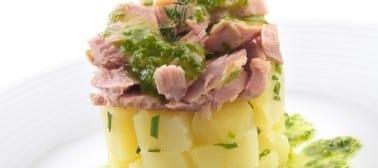 Tortino di patate e tonno con pesto di rucola e mentuccia