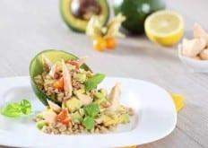 Insalata di farro, salmone e avocado